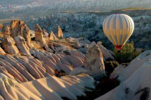 hot-air-balloons-mountains-nature-1012084-480x320
